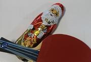 Weihnachtsmann mit Tischtennisschläger